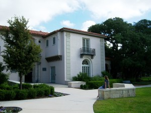 Photo of the Hannah Landa Memorial Branch Library's exterior.